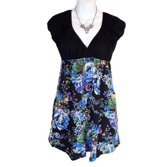 Full Tilt Dresses & Skirts - Full Tilt Floral and Black Dress with pockets 90s